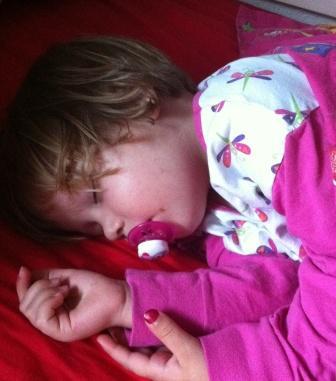baby vil ikke sove alene om natten | Barn ingen hindring